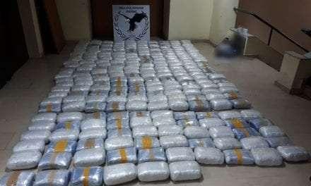 Περισσότερα από 270 κιλά ακατέργαστης κάνναβης κατασχέθηκαν στο πλαίσιο οργανωμένης επιχείρησης της Ομάδας Δίωξης Ναρκωτικών του Τμήματος Ασφάλειας Κομοτηνής <br> <span style='color:#777;font-size:16px;'>Συνελήφθη 32χρονος αλλοδαπός κατηγορούμενος για αποθήκευση ναρκωτικών και παράβαση του νόμου περί όπλων </span>