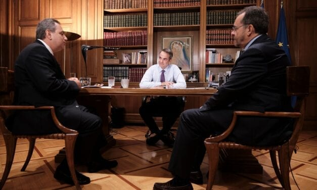 Συνέντευξη του Πρωθυπουργού Κυριάκου Μητσοτάκη στον ραδιοφωνικό σταθμό ΣΚΑΪ 100,3 και τους δημοσιογράφους Παύλο Τσίμα και Βασίλη Χιώτη