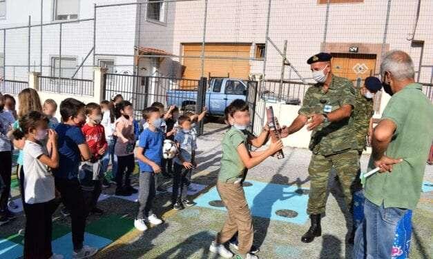 Δώρα σε μειονοτικά σχολεία της ορεινής Θράκης. <br> <span style='color:#777;font-size:16px;'>Κοινωνική προσφορά του Δ' Σώματος Στρατού</span>